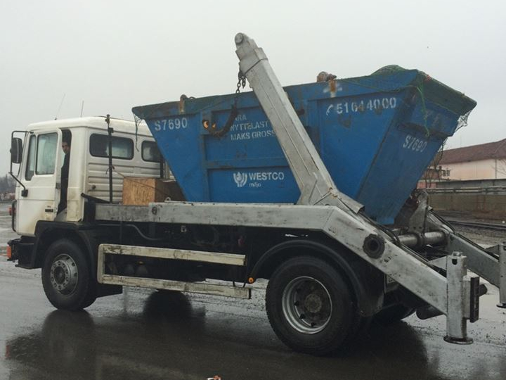Processing and disposal of municipal and construction waste with containers